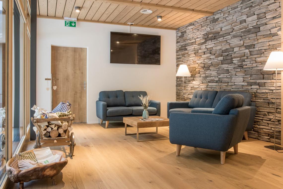 2019-gadmer-lodge-lounge5