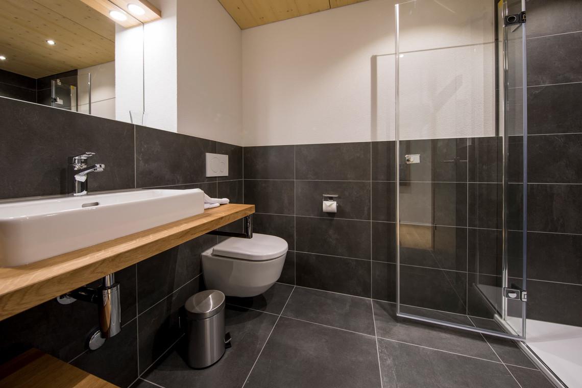 2019-gadmer-lodge-badezimmer-dusche1