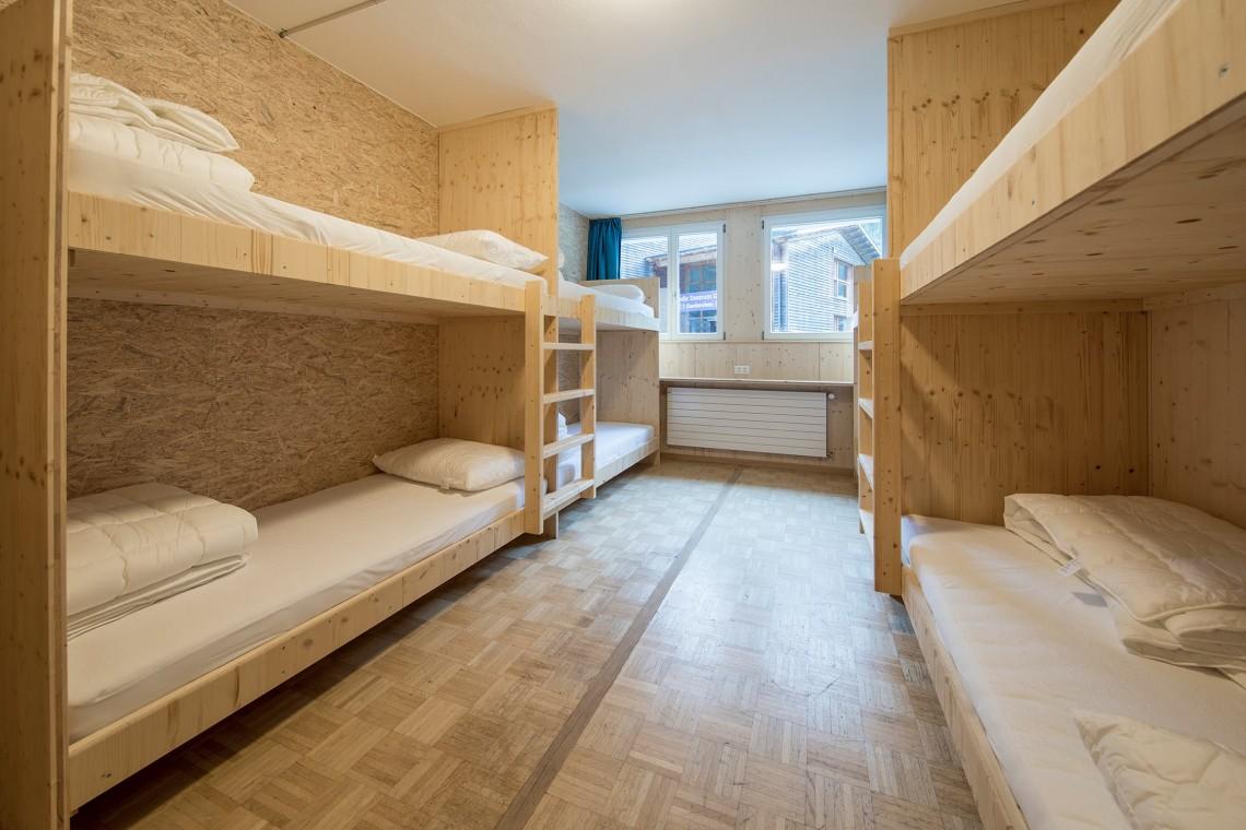 2019-gadmer-lodge-4bett-zimmer-low-budget1