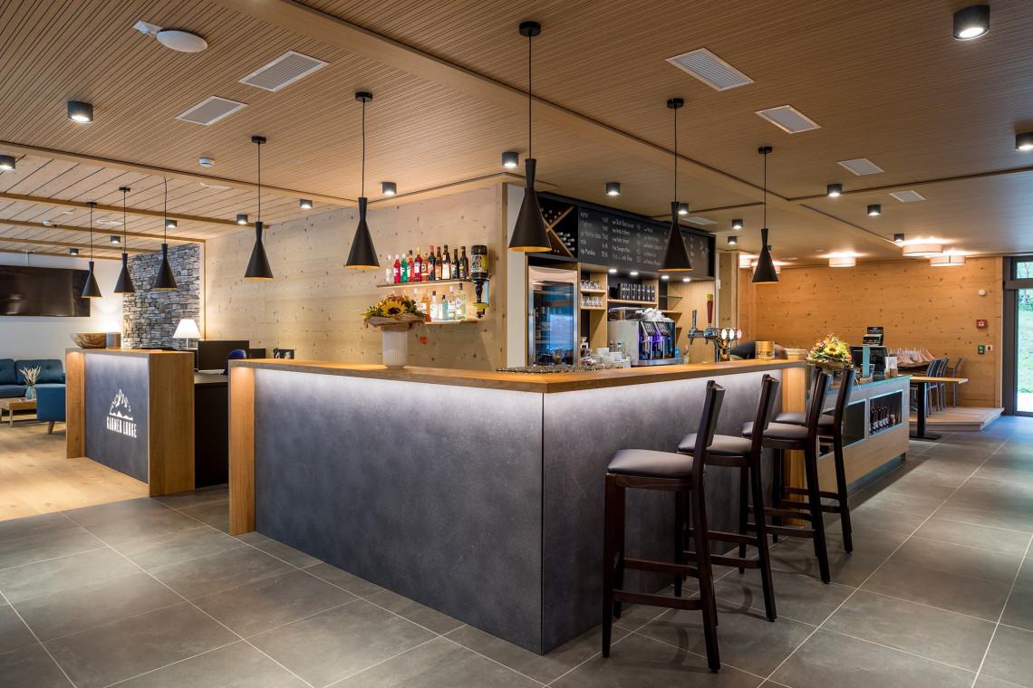 2019-gadmer-lodge-bar2