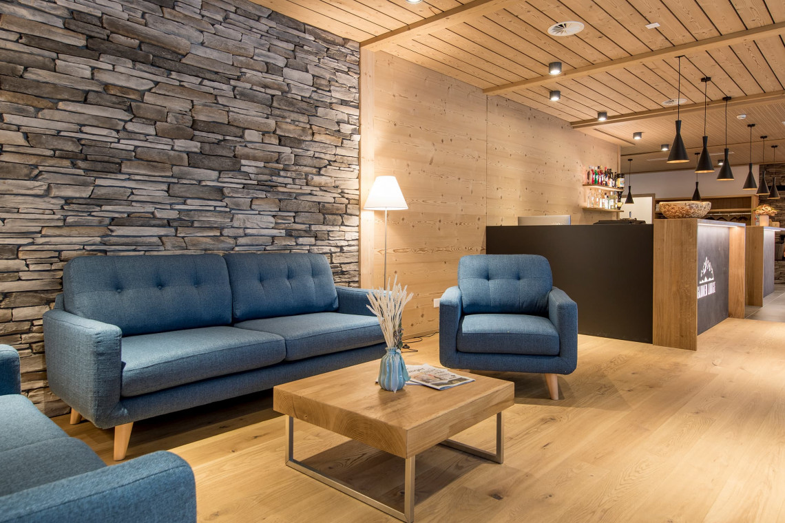 2019-gadmer-lodge-lounge1
